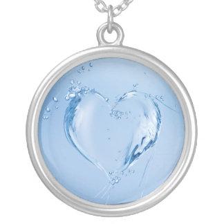 Corazón del agua colgante redondo