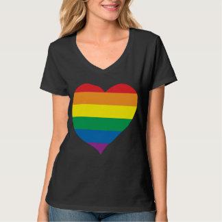Corazón del amor del arco iris, orgullo gay, camiseta