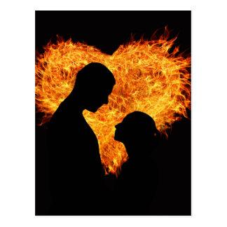 Corazón del amor del fuego postal