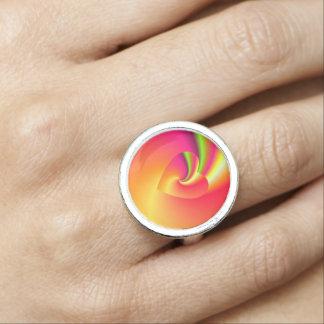 Corazón del amor del remolino del arco iris anillos