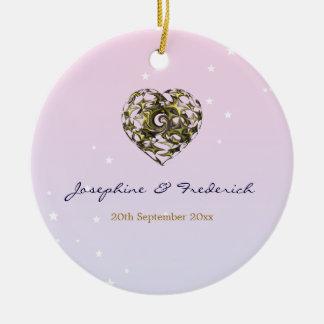 Corazón del boda adorno navideño redondo de cerámica