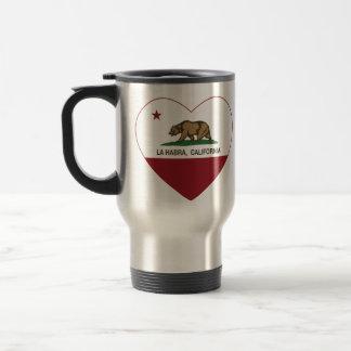 corazón del habra del la de la bandera de Californ Tazas