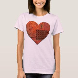 Corazón del remiendo del metal camiseta