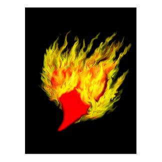 Corazón en llamas tarjeta postal