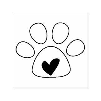 Corazón en sello del amor del perro de la pata