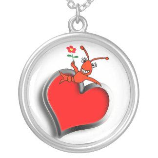 Corazón lindo del amor de los cangrejos/de la collar plateado