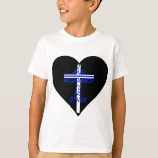 Corazón negro de IOATNO con Blue Line cruzado y Camiseta