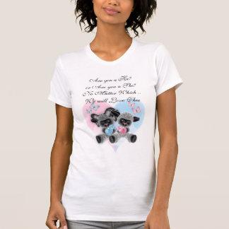 Corazón negro de las ovejas del bebé que cuenta camiseta
