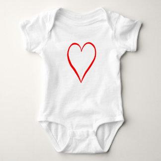 Corazón pintado en fondo blanco body para bebé