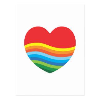 Corazón popular del regalo del arco iris actual postal