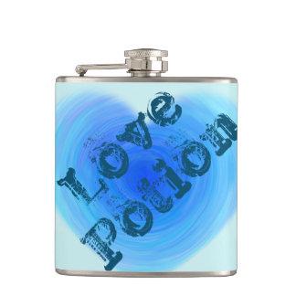Corazón profundo del agua azul de la poción de petaca
