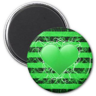 Corazón punky gótico del verde del emo con las ray imán redondo 5 cm