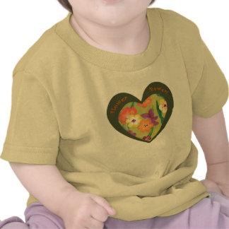 Corazón retro del flower power para la nueva camiseta