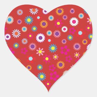 Corazón rojo con el pegatina colorido de la flor