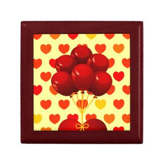 Corazón rojo con los globos, caja de regalo