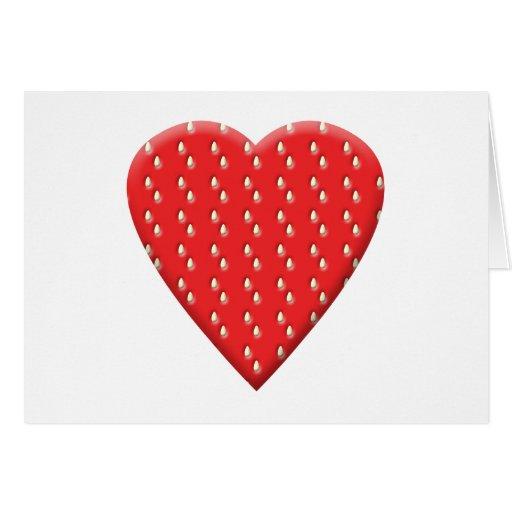 Corazón rojo de la fresa felicitaciones