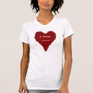 Corazón rojo lindo en la camiseta roja de las
