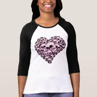 Corazón rosado del cráneo camisetas