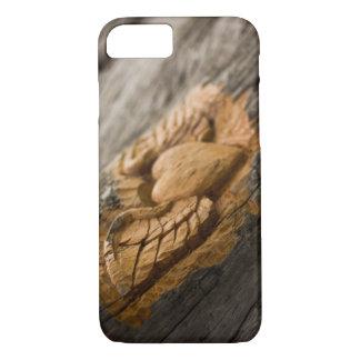 Corazón tallado con las alas funda iPhone 7