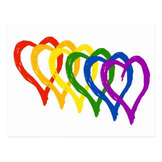 Corazones acodados arco iris del orgullo gay de la postal