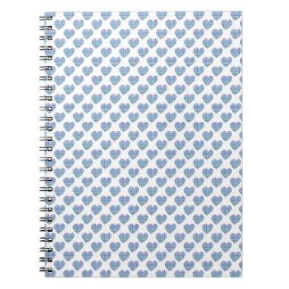 Corazones azules en blanco cuaderno