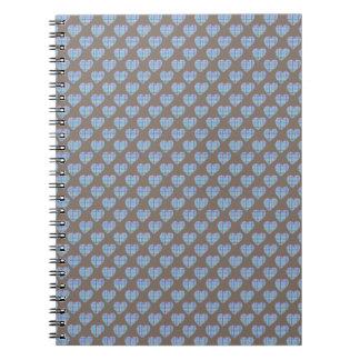 Corazones azules en marrón oscuro cuaderno