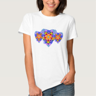 Corazones coloridos del remiendo camisetas
