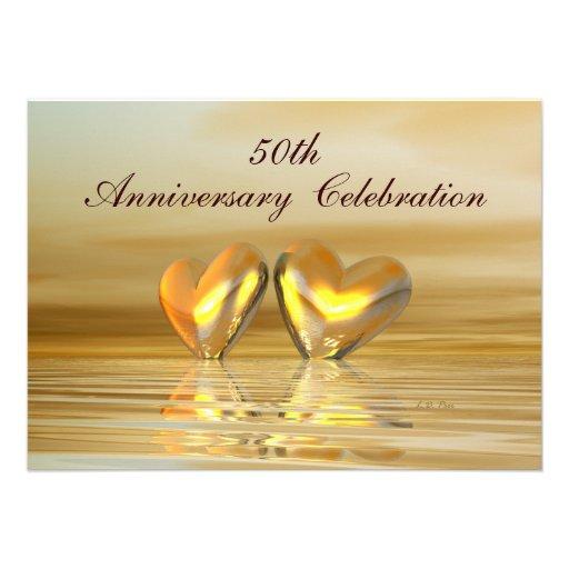 Corazones de oro del aniversario invitaciones personales