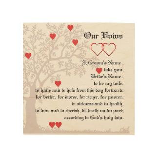 Corazones del amor y votos de boda del árbol impresión en madera