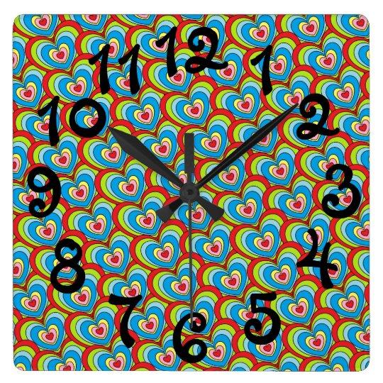 Corazones del arco iris de la diversión por todo reloj cuadrado
