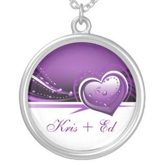 corazones púrpuras brillantes collar plateado