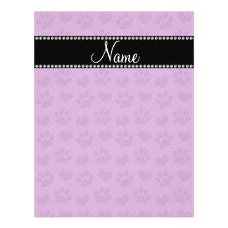 Corazones púrpuras de la lila conocida y prin pers tarjeton