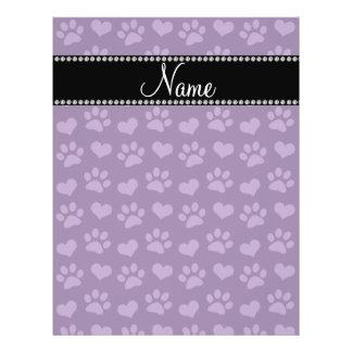Corazones púrpuras e impresiones conocidos persona tarjeta publicitaria