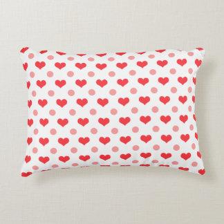 corazones rojos del amor, modelo de lunares del cojín decorativo