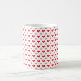 corazones rojos del amor, modelo de lunares del taza de café