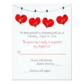 Corazones rojos en el amor que casa la tarjeta de invitación 10,8 x 13,9 cm