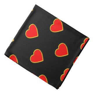 Corazones rojos en un fondo negro bandana