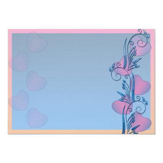 Corazones rosáceos y regalo azulado de la tarjeta invitación 12,7 x 17,8 cm
