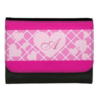 Corazones rosados con la cartera femenina del