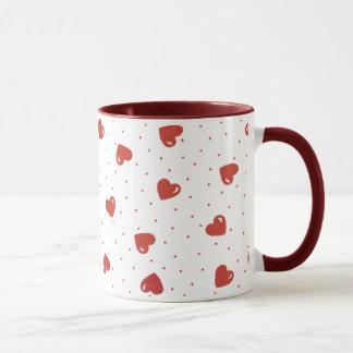 Corazones y lunares rojos taza