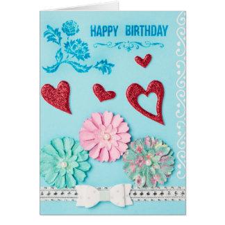 Corazones y tarjeta de cumpleaños de la flor