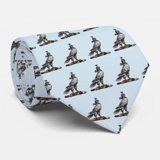 Corbata Capilla C del casco del halcón heráldico de la