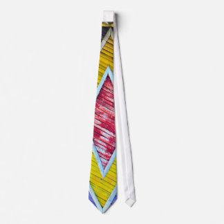 Corbata colorida de bambú de las escalas