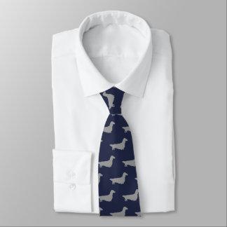 Corbata El Dachshund de pelo largo siluetea el azul del