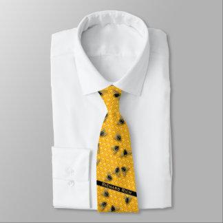 Corbata El panal amarillo con manosea abejas en una