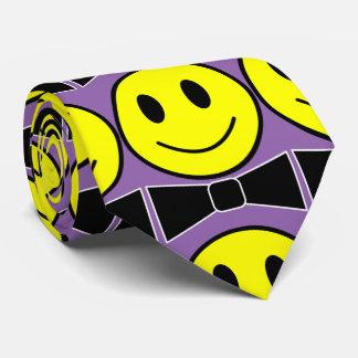 Corbata feliz de la pajarita de la cara