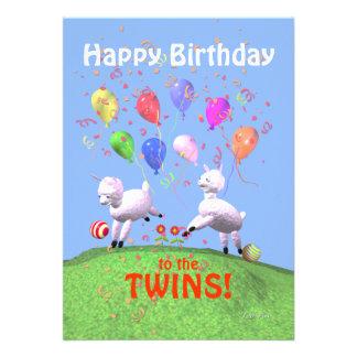 Corderos del feliz cumpleaños para los gemelos que invitación personalizada