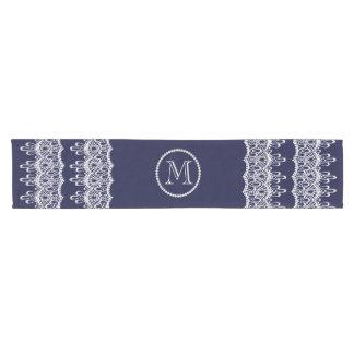 Cordón con acento del monograma de las perlas camino de mesa