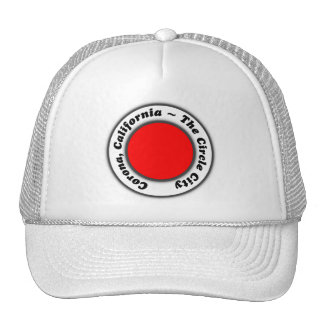 Corona blanca negra roja CA del gorra la ciudad
