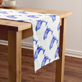 Corredor azul de la tabla del delfín camino de mesa